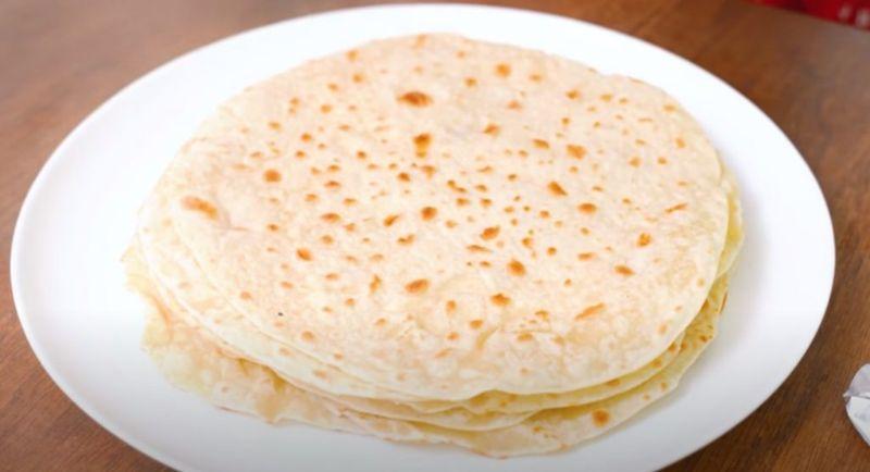 Борошно і кип'яток: тонкий лаваш на сковорідці в домашніх умовах