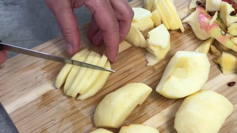 Пиріг ураган! Всього 2 яблука і заварний крем - пальчики оближеш