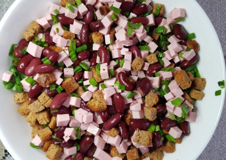 Дуже легкий в приготуванні салат, завжди виручає, коли гості завітали раптово