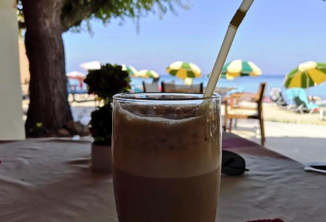 Рецепт грецької кави «фраппе» у звичайній банці