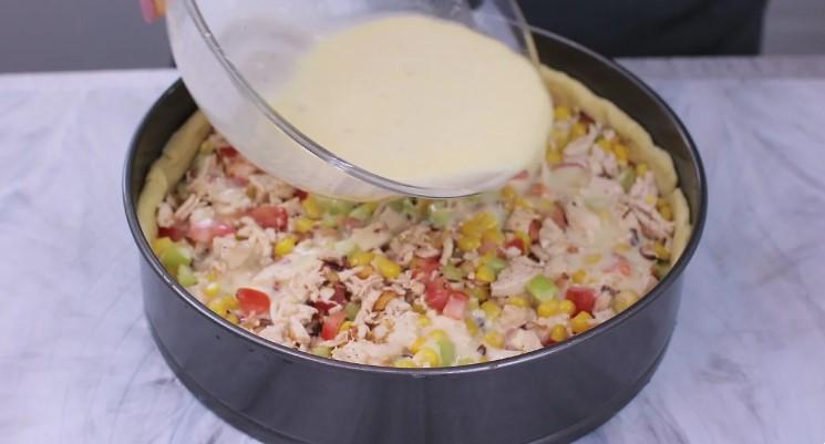 Відкритий пиріг з куркою і овочами. Ситний пиріг на перекус і обід