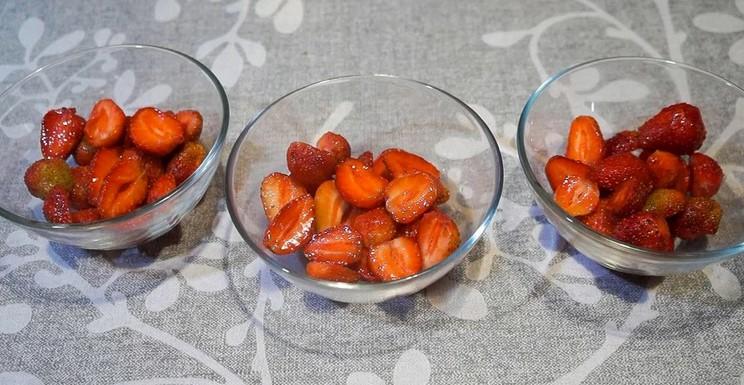 Щоліта готую желе з полуниці: витрачаю 10 хвилин свого часу, а решту робить холодильник