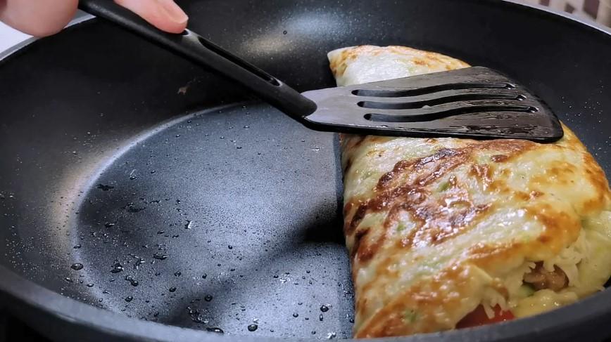 Соковитіше, чим млинці з начинкою. Вечеря з кабачків і фаршу на сковорідці