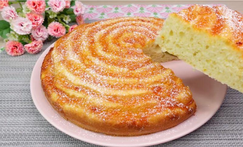 Простий і смачний рецепт ніжного пирога. З продуктів, які завжди є вдома