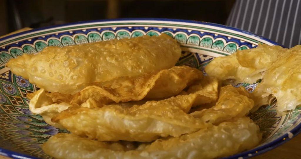 Як в чебуречній: ідеальне тісто для чебуреків. Соковиті і хрусткі з м'ясом