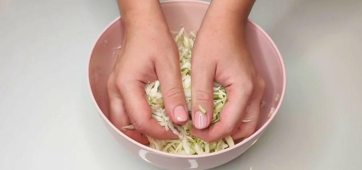 """Спробувала в кафе капустяний салат з """"родзинкою"""". Тепер регулярно готую його вдома"""