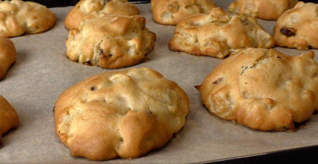Поки кип'ятиться чайник готую печиво. Як ми всі яблука використовуємо на смачний десерт