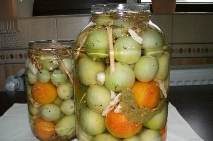 Квашені зелені помідори в 3-літровій банці