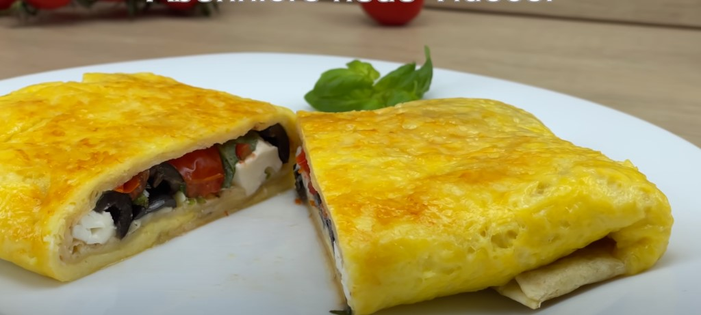 Виливаю яйце на лаваш і готую простий і смачний сніданок. Новий рецепт без солі і олії