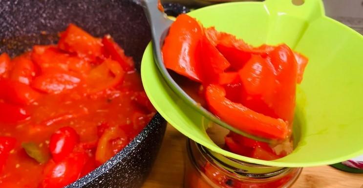 Один з найпростіших рецептів заготовки перцю на зиму